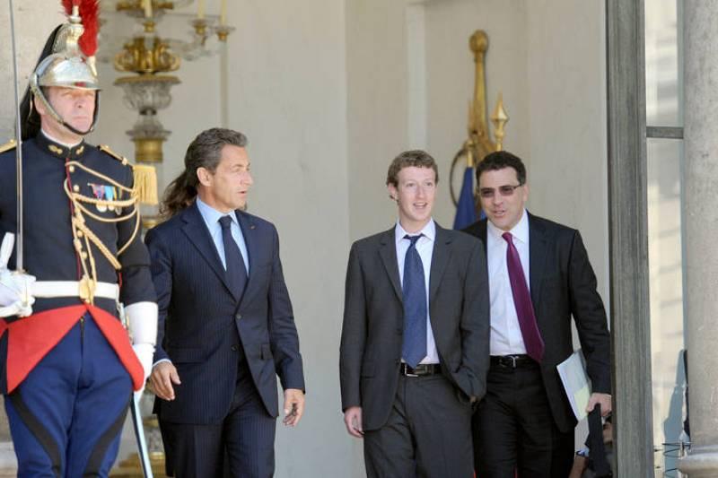 Este miércoles se celebra la segunda y última jornada de la primera cumbre de 'gigantes' de internet. Entre ellos, el fundador de Facebook, Mark Zuckerberg, quien ha estado reunido con el presidente Nicolás Sarkozy en el Palacio del Elíseo