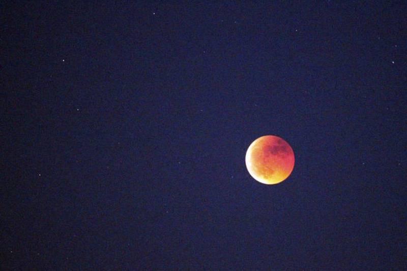 Fase final del eclipse total de luna visto desde Ciudad Real