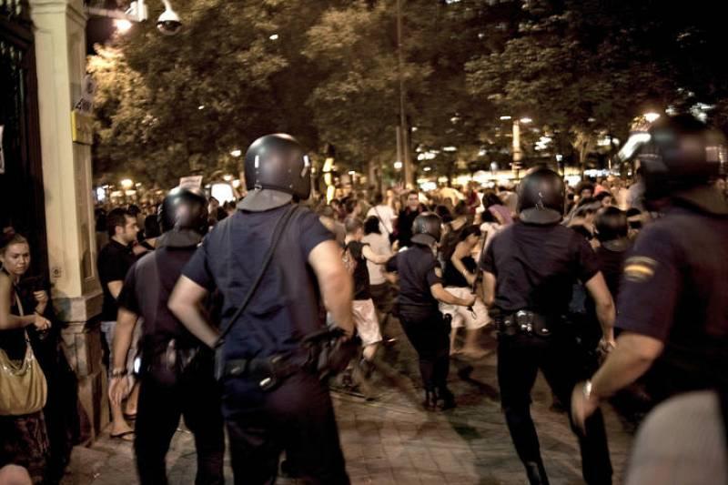 La polícía carga contra los manifestantes a las puertas del ministerio del Interior