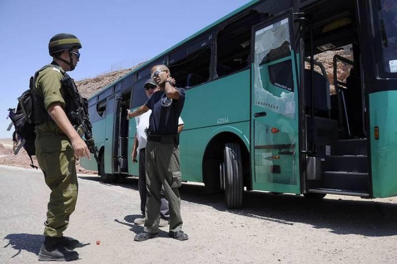 Imagen del autobús que ha sido tiroteado cerca de Eilat, en Israel
