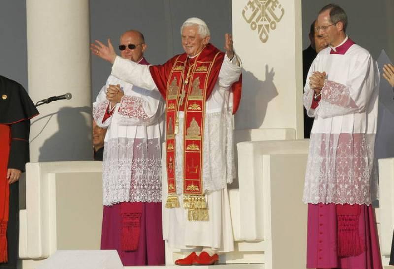 El papa saluda en Cibeles