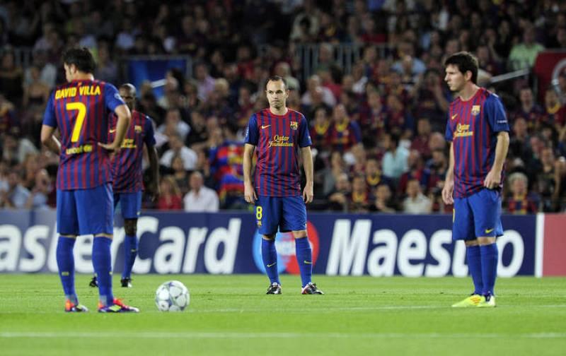 Villa, Messi e Iniesta, apunto de volver a poner el balón en juego tras el tempranero gol de Pato