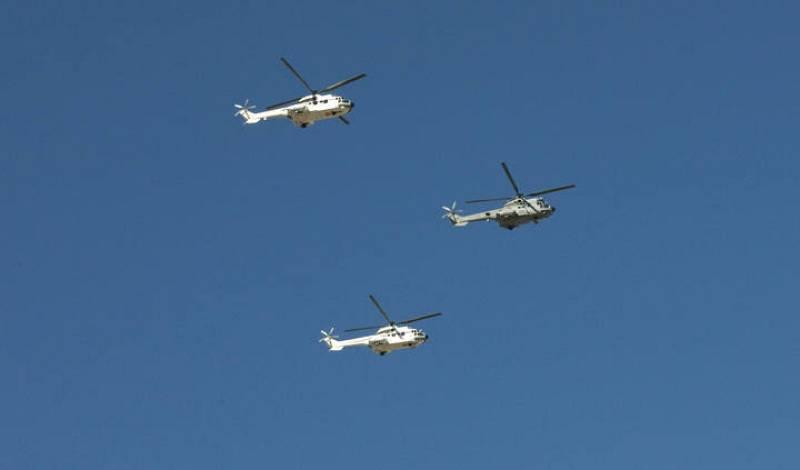 Aviones y helicópteros del Ejército han participado también desde el aire en el desfile militar