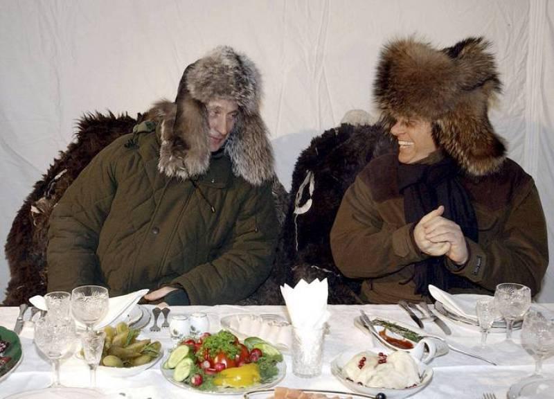 Foto de archivo del presidente ruso, Vladimir Putin, y Berlusconi en el año 2003 en Moscú