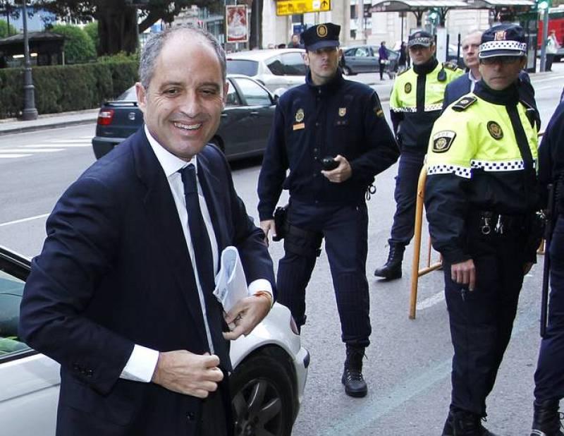 Francisco Camps ha llegado al Tribunal Superior de Justicia de Valencia en un BMW, propiedad del presidente de les Corts, y conducido por el propio Juan Cotino.