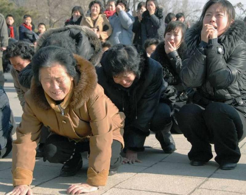 Una multitud espontánea se ha echado a las calles de Pyongyang para llorar la muerte del líder de Corea del Norte.