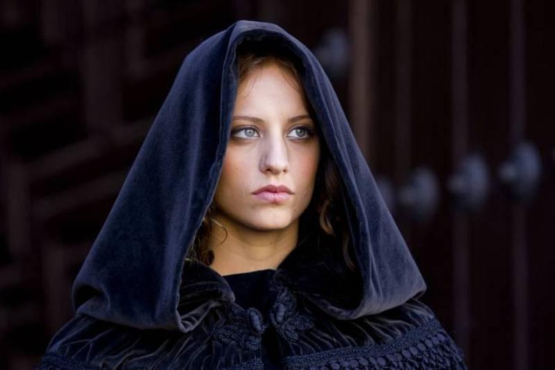 Isabel - Enrique IV ha muerto