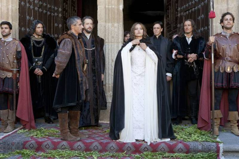Isabel - Isabel decide proclamarse Reina