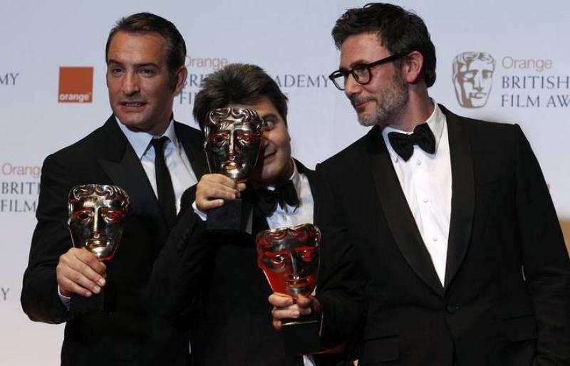 La alfombra roja de los premios bafta 3 for Jean dujardin bafta