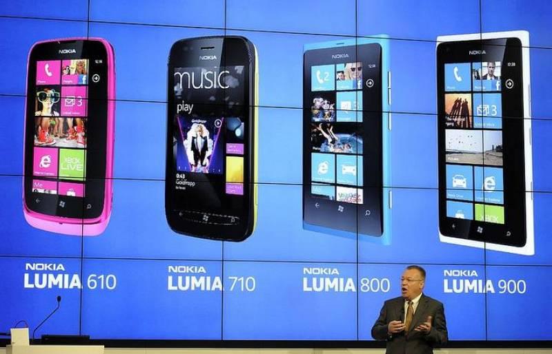 Stephen Elop, presidente y CEO de Nokia, presenta la nueva gama de dispositivos Lumia desarrollados por su compañía