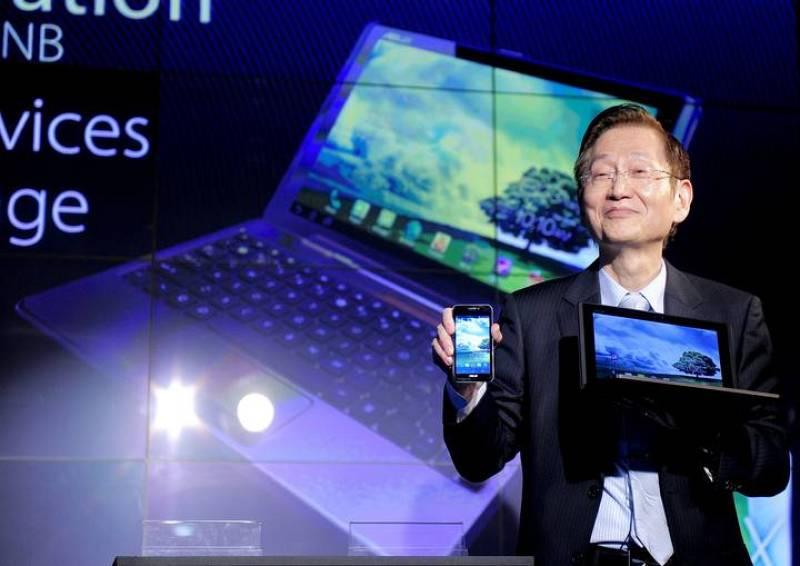 El responsable de la compañía taiwanesa Asus, Jonney Shih, durante la presentación del Padphone, un dispositivo 'tres en uno'