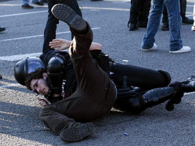 UN DETENIDO EN BARCELONA POR ARROJAR PIEDRAS CONTRA LA POLICÍA