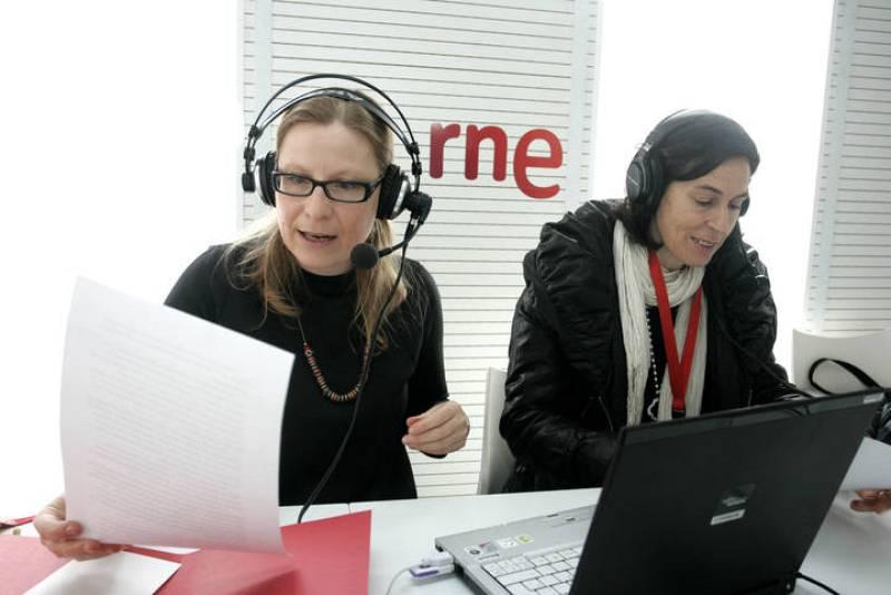 700 personas han celebrado en León el 75º aniversario de Radio Nacional con su visita a la exposición itinerante de la radio pública instalada en la avenida de Peregrinos de la capital.