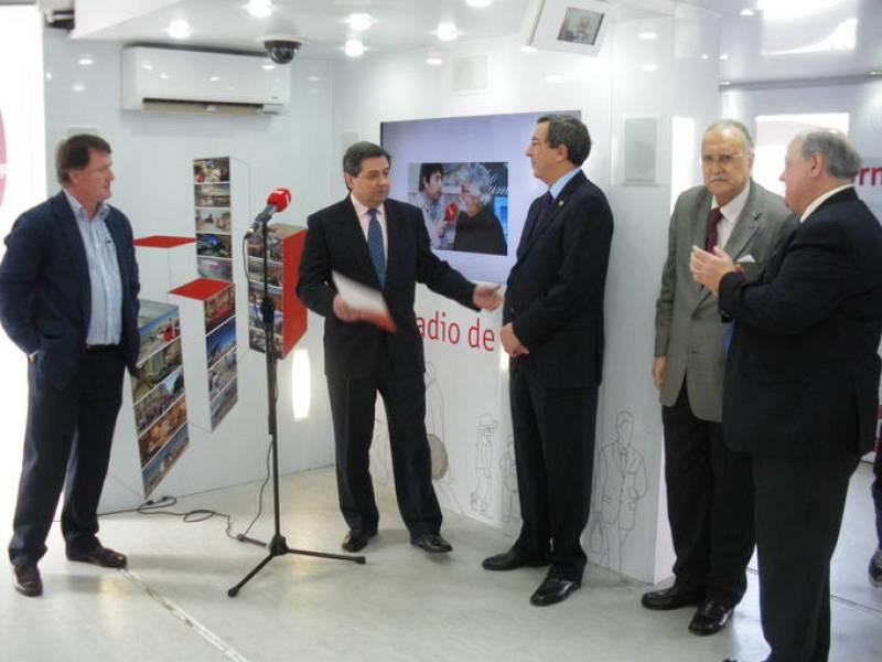 Acto de presentación de la muestra con el alcalde de Bilbao, Iñaki Azkuna, y el diputado general de Vizcaya, José Luis Bilbao.