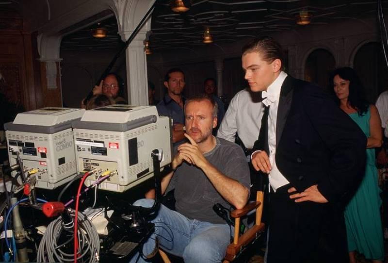 James Cameron y Leonardo Dicaprio comprobando una toma durante el rodaje de 'Titanic'