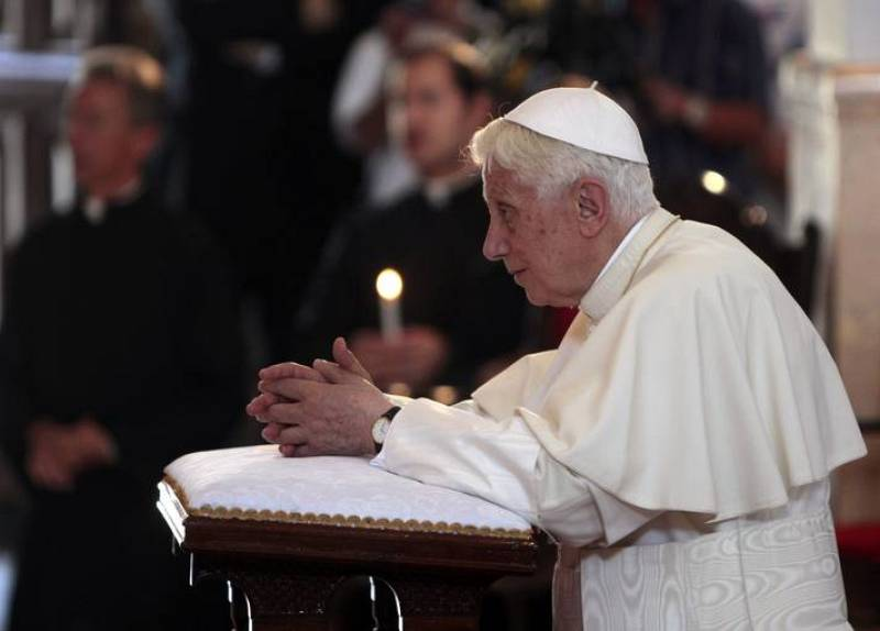 Benedicto XVI reza a la Virgen de la Caridad