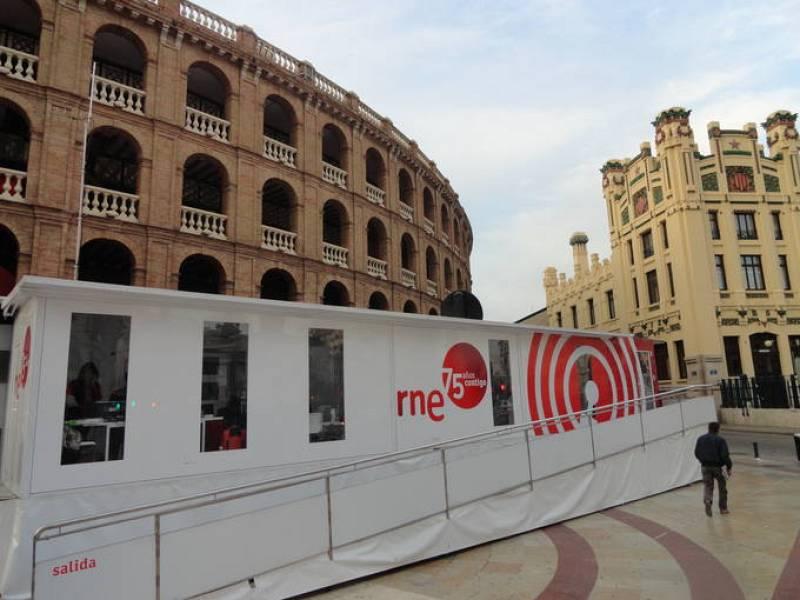 La exposición itinerante de RNE permanecerá dos días en la capital valenciana.