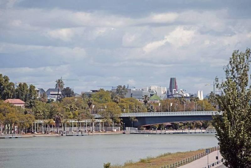 Vista desde el río Guadalquivir de lo que fue la Expo'92