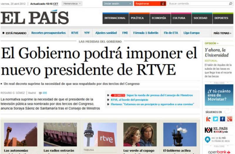 Portada de El País sobre el cambio en la elección del presiente de RTVE anunciado por el Gobierno.