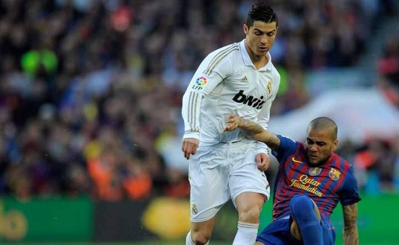 Dani Alves, de extremo, defendía la banda por donde atacaba Cristiano Ronaldo