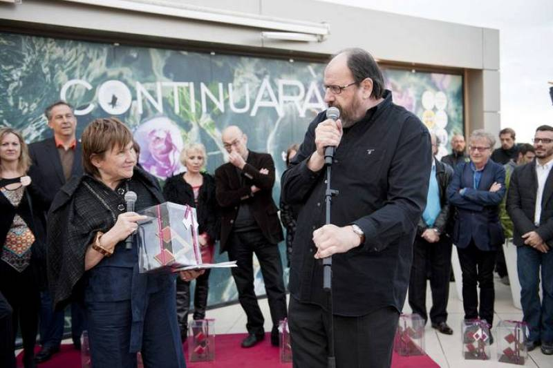 Montse Mompó entrega el premi a Josep M. Pou
