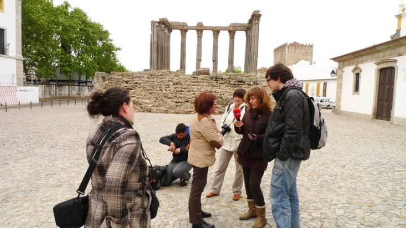 La guía Maria José Gomes Pires nos explica el templo romano de Évora