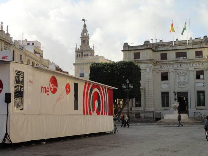 La exposición del 75ºaniversario en la Plaza Mayor de Sevilla