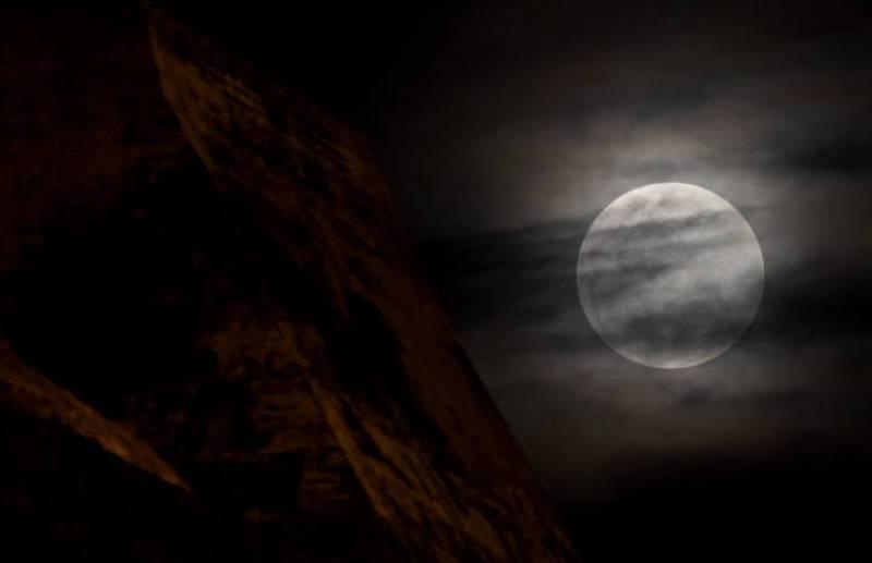 La 'superluna' vista desde Cartagena, Colombia.
