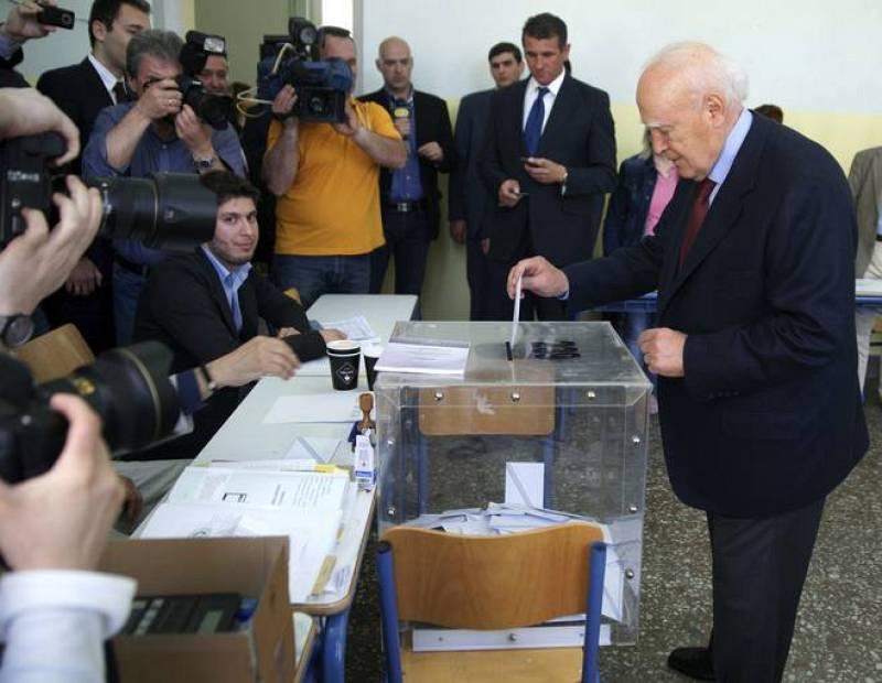 VOTAN LOS LÍDERES DE LOS PRINCIPALES PARTIDOS EN LAS ELECCIONES GRIEGAS