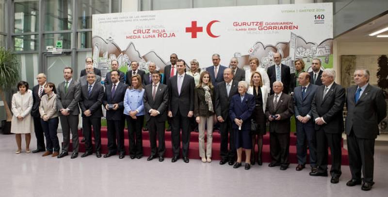 El director de RNE, Benigno Moreno, ha recogido este martes, Día Mundial de la Cruz Roja, la Medalla de Oro de la institución humanitaria de manos de los Príncipes de Asturias.
