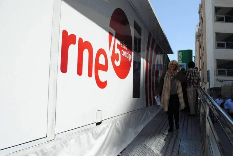 El recorrido por toda España de la exposición itinerante del 75º aniversario de RNE ha tocado a su fin en la ciudad de Cádiz, donde la muestra se ha instalado en la céntrica plaza de Asdrúbal.