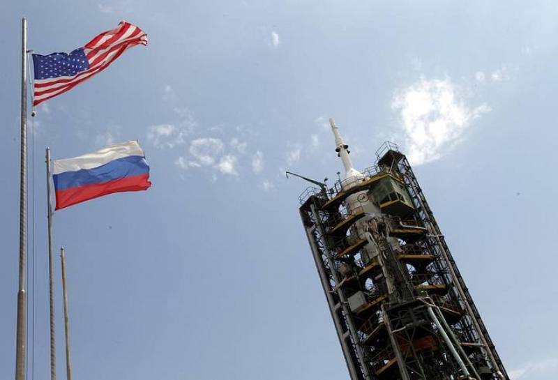 La Soyuz, en la plataforma de lanzamiento, lista para partir  hacia la ISS