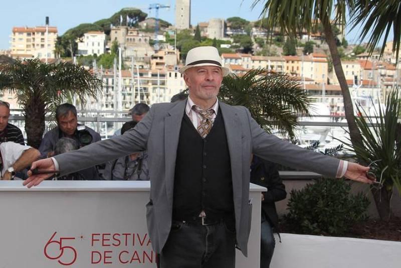 """El director francés Jacques Audiard posa para los fotógrafos en la presentación de la película """"De Rouille et D'Os"""""""