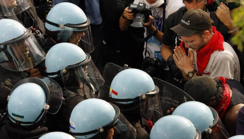 MANIFESTANTES CONTRA LA OTAN Y LA POLICÍA SE ENFRENTAN EN LAS CALLES DE CHICAGO