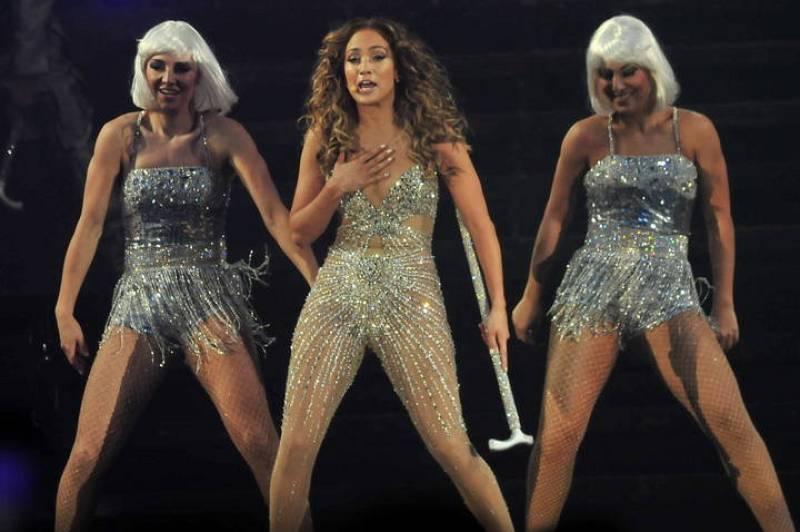 Jennifer Lopez con su cuerpo de baile