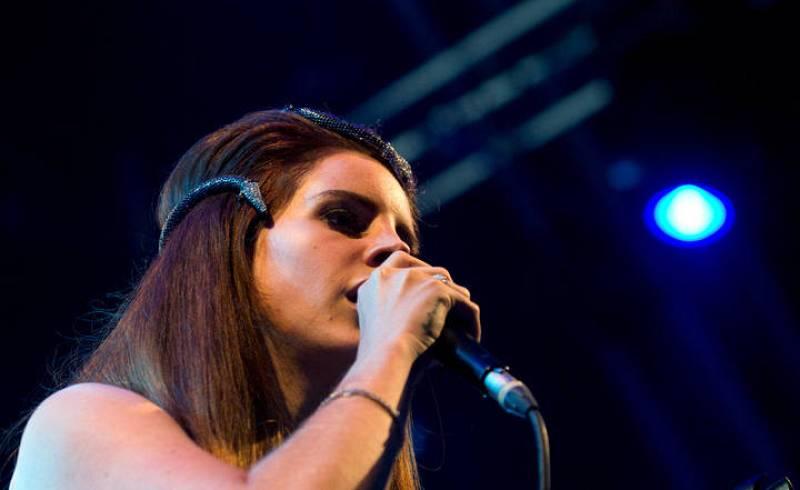 Lana del Rey cantando
