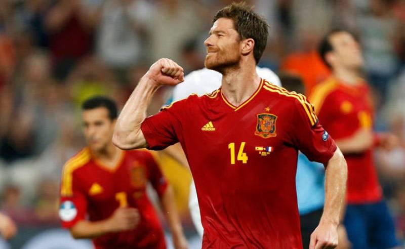 El jugador español Xabi Alonso celebra su segundo gol ante Francia.