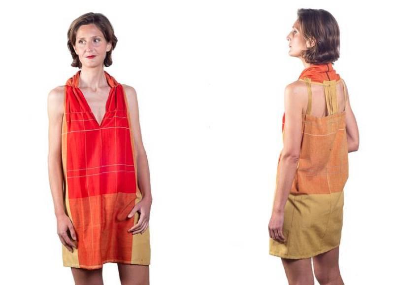 Vestido corto en tonos rojos, naranjas y amarillos de Irene Peukes