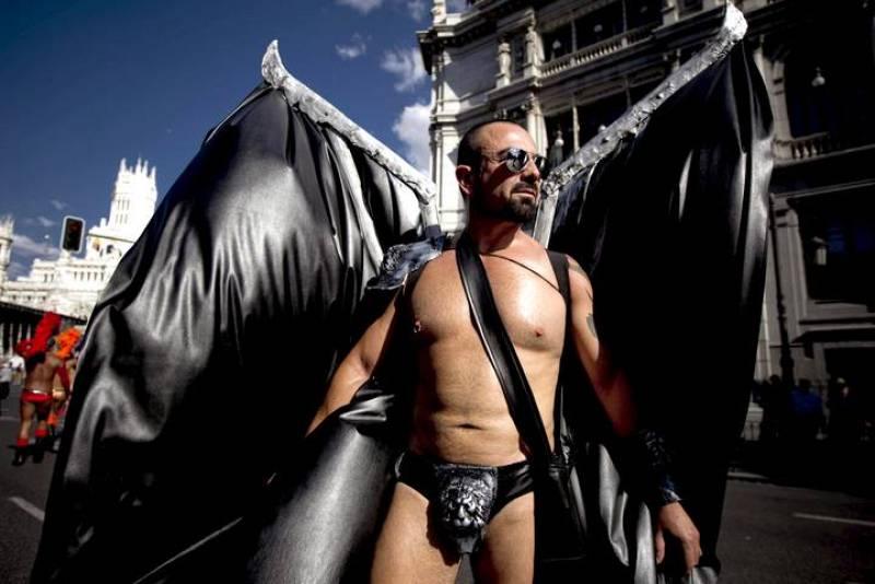 Uno de los participantes en la manifestación del Orgullo Gay de Madrid