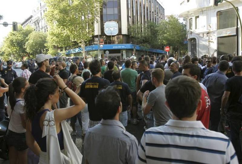 POLICÍAS NACIONALES Y BOMBEROS PIDEN LA DIMISIÓN DE RAJOY ANTE EL CONGRESO