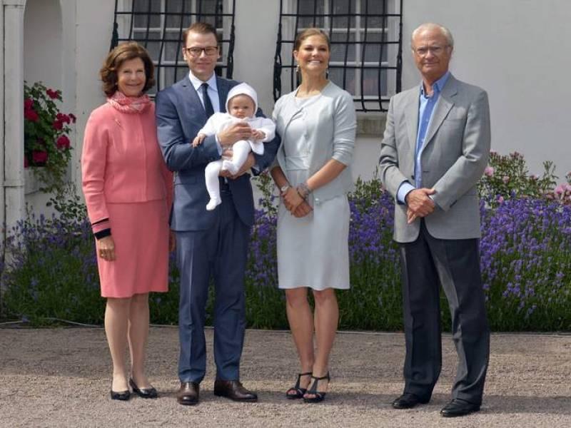 La princesa Victoria de Suecia con su hija Estela