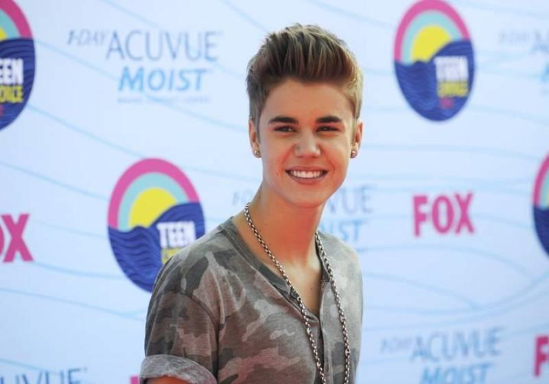 Justin Bieber en la alfombra roja de los TeenChoice 2012