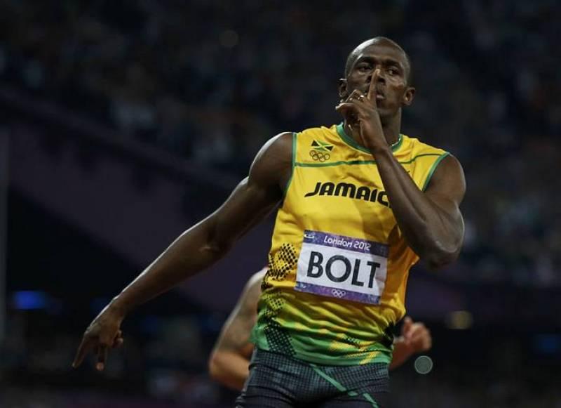 Bolt pide silencio al pasar por meta en primer lugar en los 200 metros lisos.