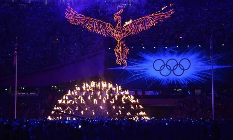 Desciende el pebetero con la llama olímpica