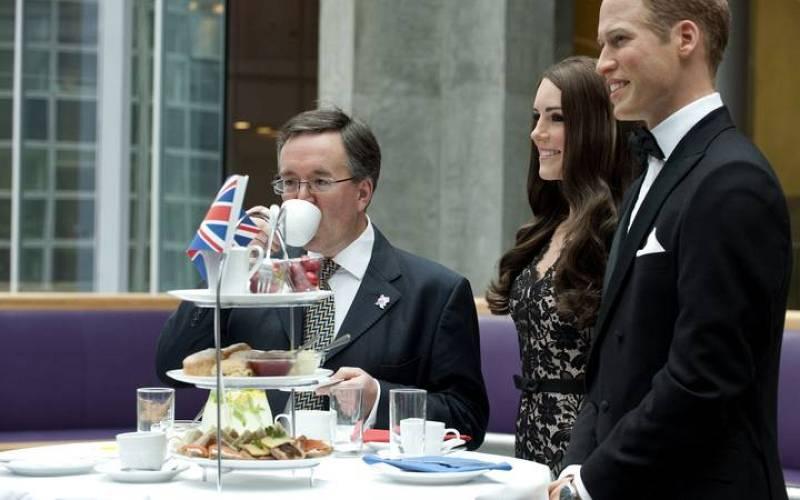 El Madame Tussaud organiza una merienda a la hora del té para celebrar la exposición de las nuevas figuras.