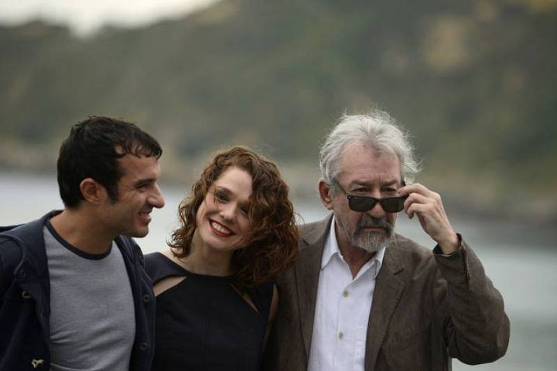 Spanish director Rebollo participates in a photocall alongside actors Sacristan and Alonso to promote El Muerto Y Ser Feliz during the San Sebastian Film Festival