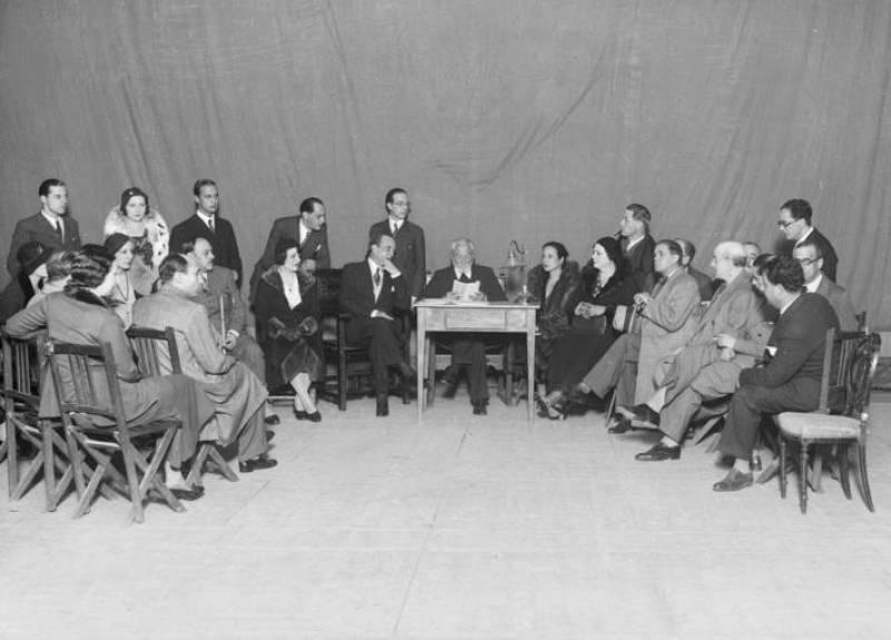 """El escritor Miguel de Unamuno lee el texto de su adaptación de """"Medea"""" (1934)"""