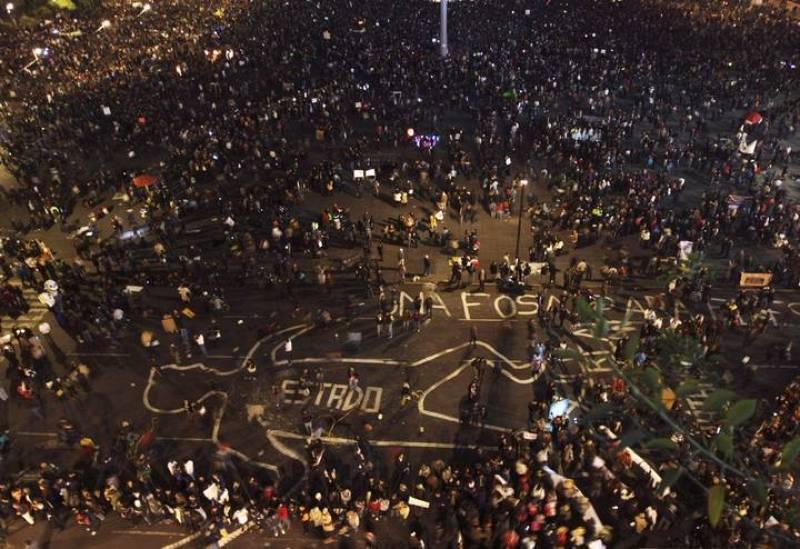 Imagen aérea de la plaza del Zócalo, en México DF, durante las protestas por la desparición de 43 estudiantes en Iguala, Guerrero