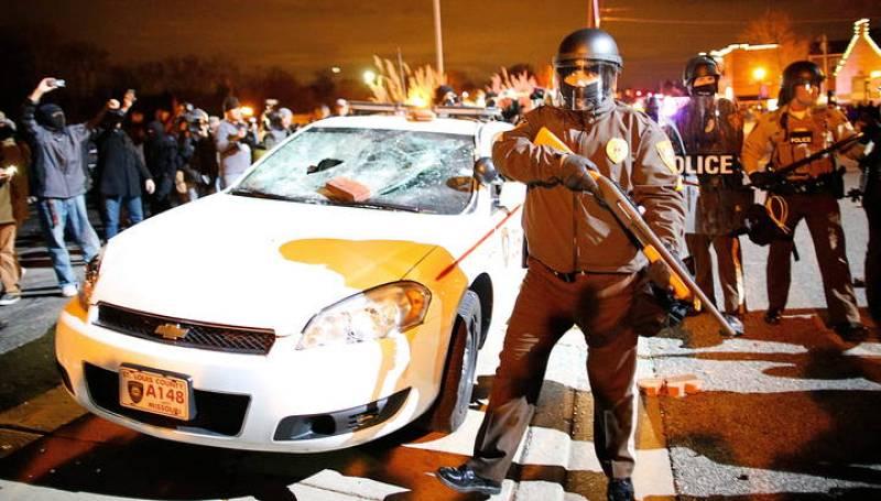 LA NO IMPUTACIÓN DEL POLICÍA QUE MATÓ A JOVEN NEGRO INDIGNA A FERGUSON