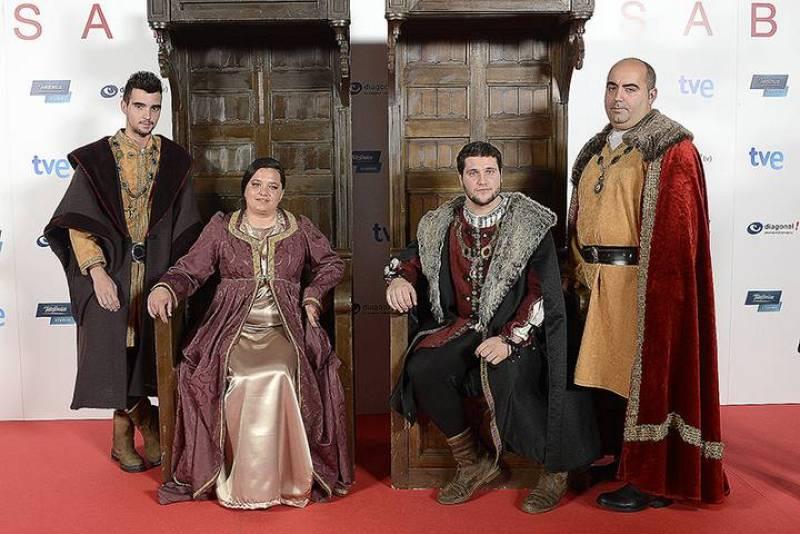 Los fans isabelinos dicen adiós a la reina